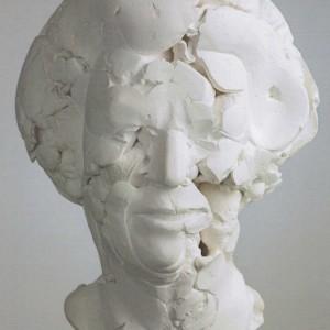 Portret van prinses Beatrix in grote vormen van gips met gaten