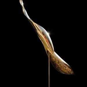 Glanzend gepolijst bronzen beeld, abstract als een lange vogel