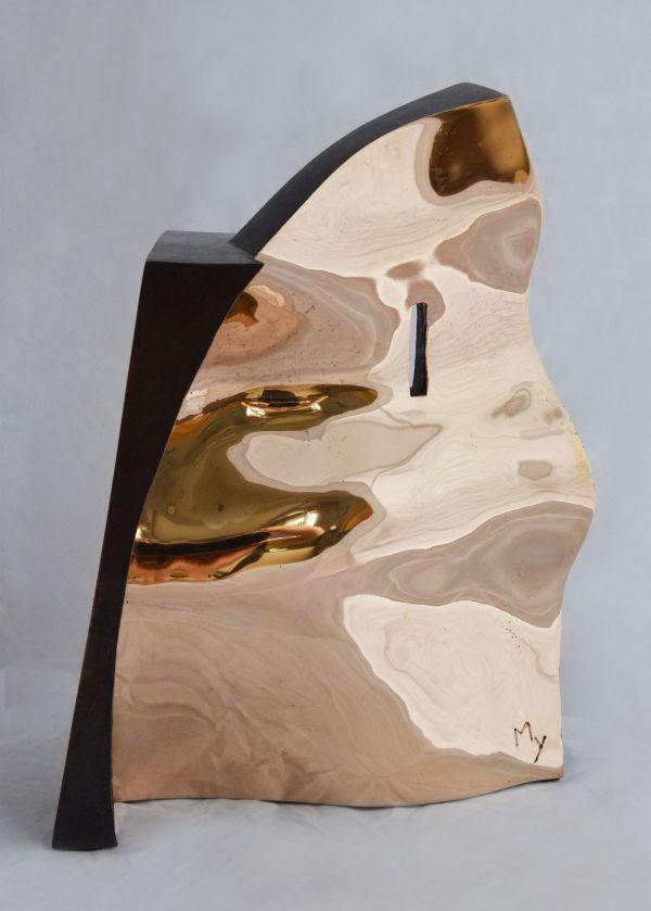 Architectuurprijs bestaande uit 2 beelden die samen 1 vormen, deel brons de gepolijst glanzende binnenkant